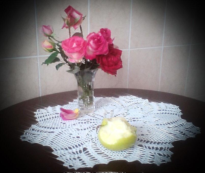 осенние розы и яблоко.... - Галина Pavel
