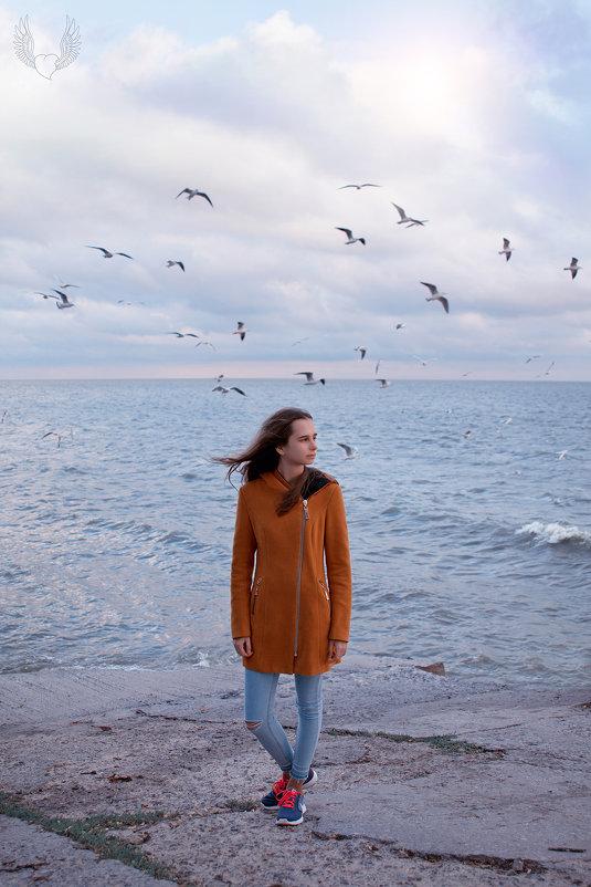 Морской пейзаж рисую  на холсте, парящих над волнами чаек белых... - Райская птица Бородина