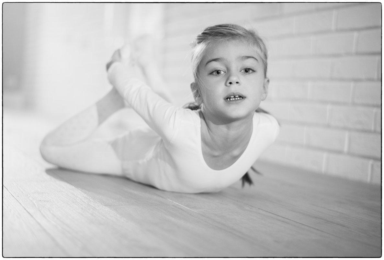 Юная гимнастка - Михаил Онипенко