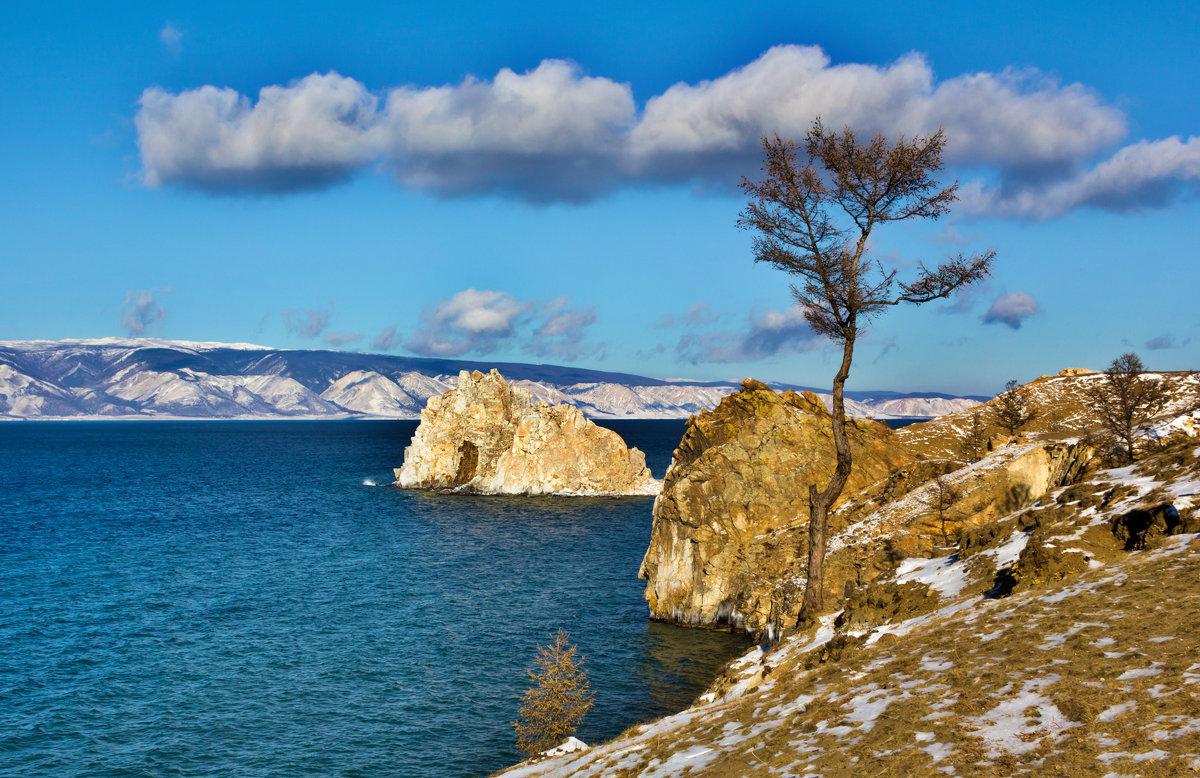 Скалистый берег острова Ольхон - Анатолий Иргл
