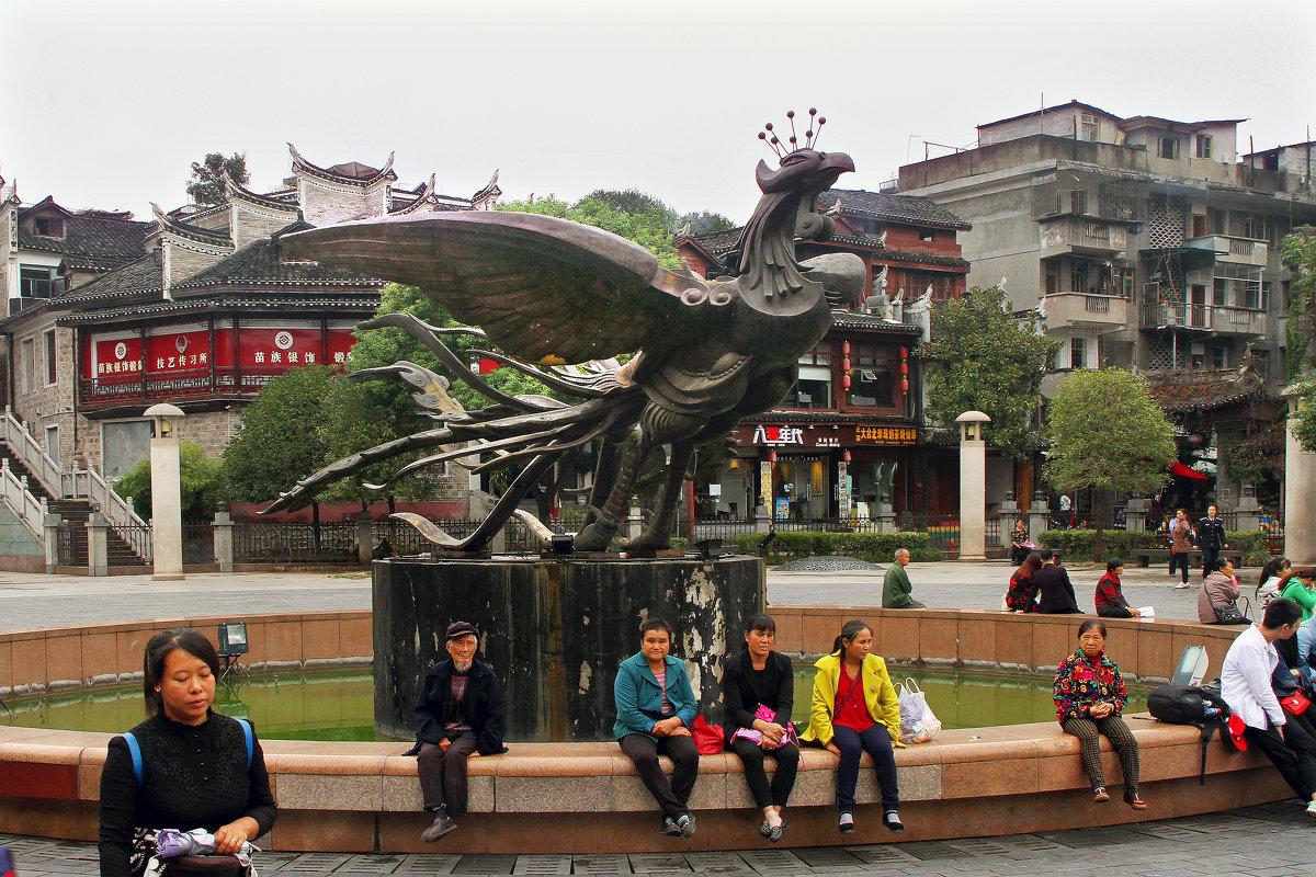 Птица феникс - символ города Фэнхуан. - Николай Карандашев