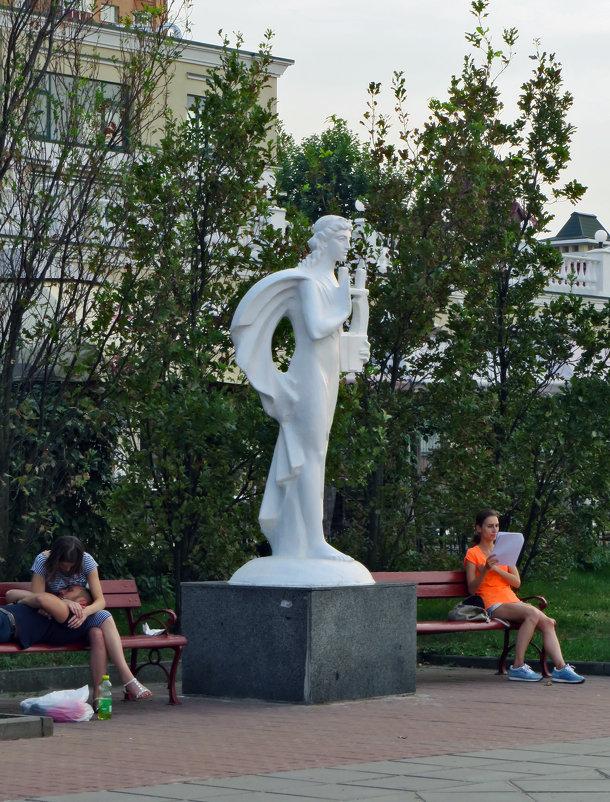 Аллея муз на Оболонской набережной - Наталья (D.Nat@lia)