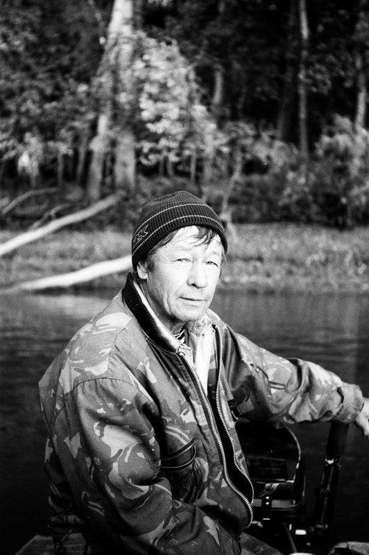 дядя Паша, инструктор по рыбному лову. - Евгений Золотаев