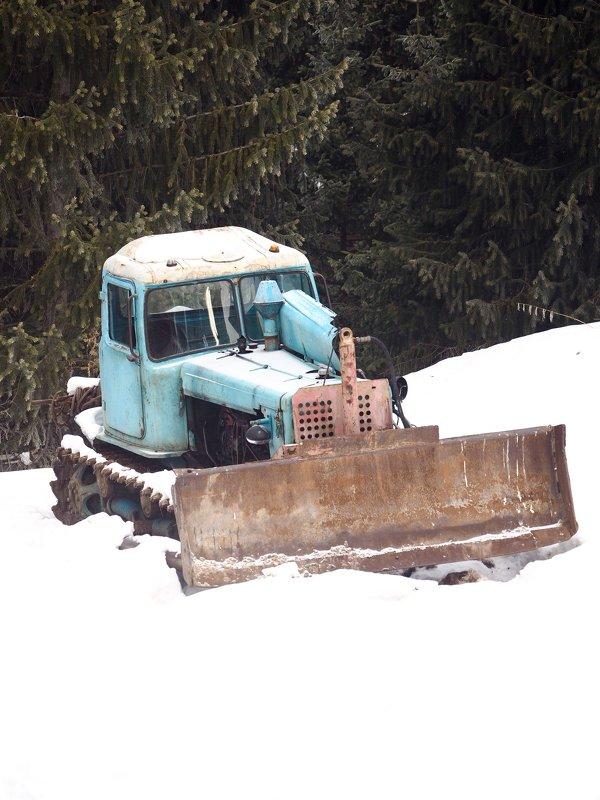 Старый трактор - KALIOT