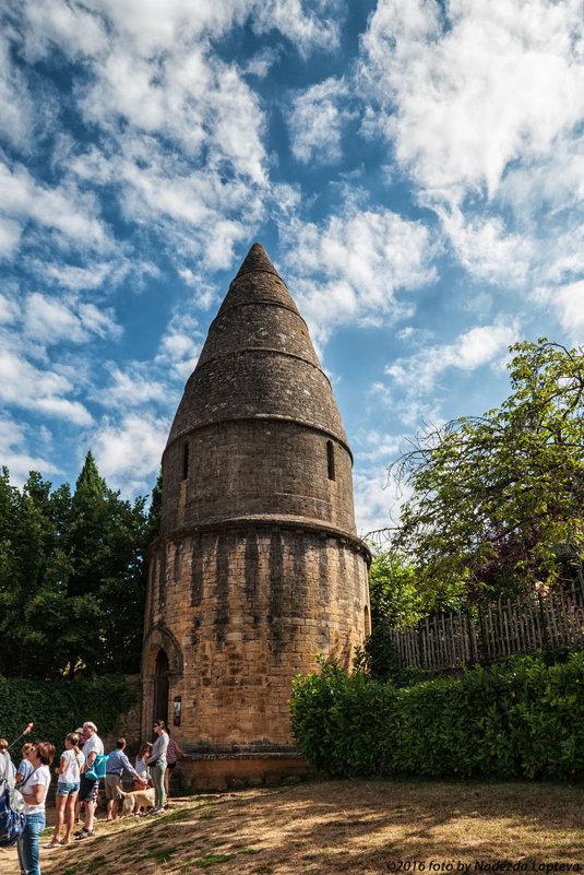 Сарла-ла-Канеда. Под небом голубым есть город золотой. Башня Святого Бернара - Надежда Лаптева