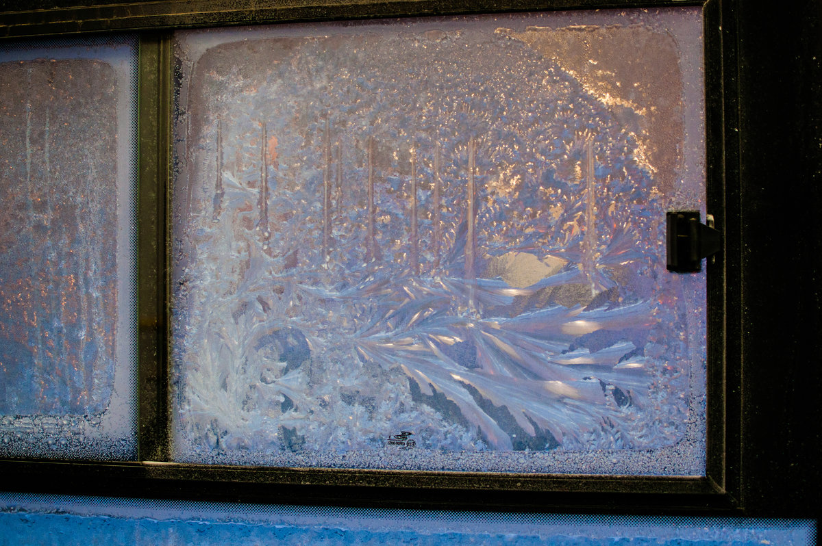 Видео как узор на окне