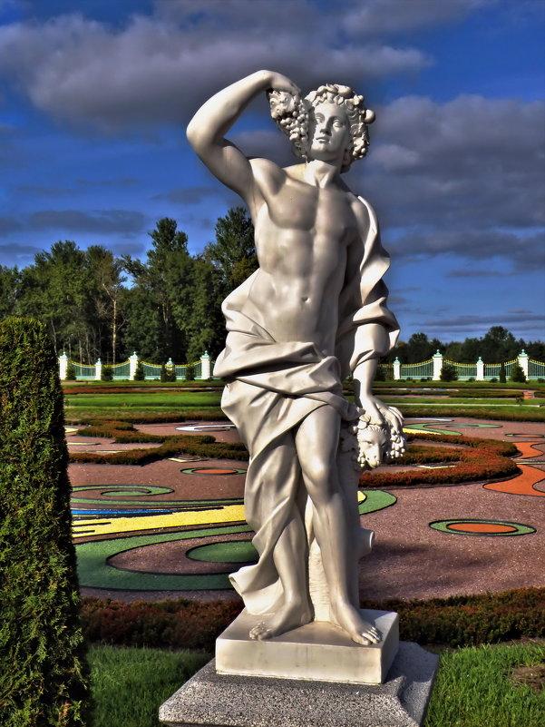 "Скульптура ""Осень"", нижний парк Ломоносовского дворца. - Владимир Ильич Батарин"