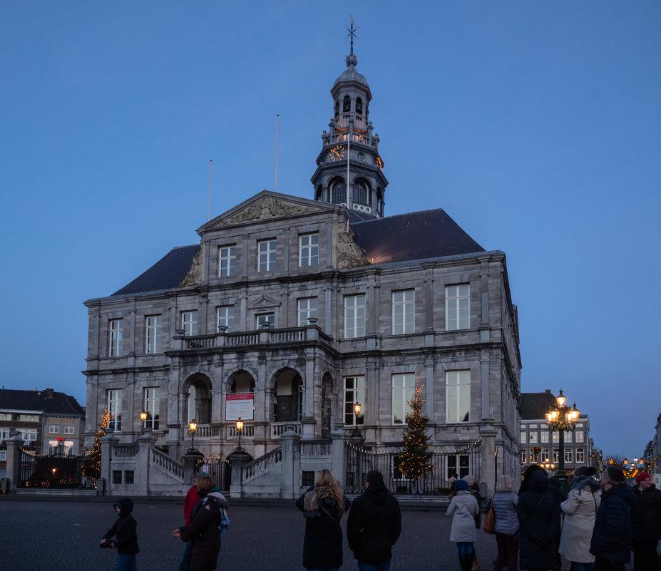 Вечером в Маастрихте, Голландия, Ратуша - Witalij Loewin