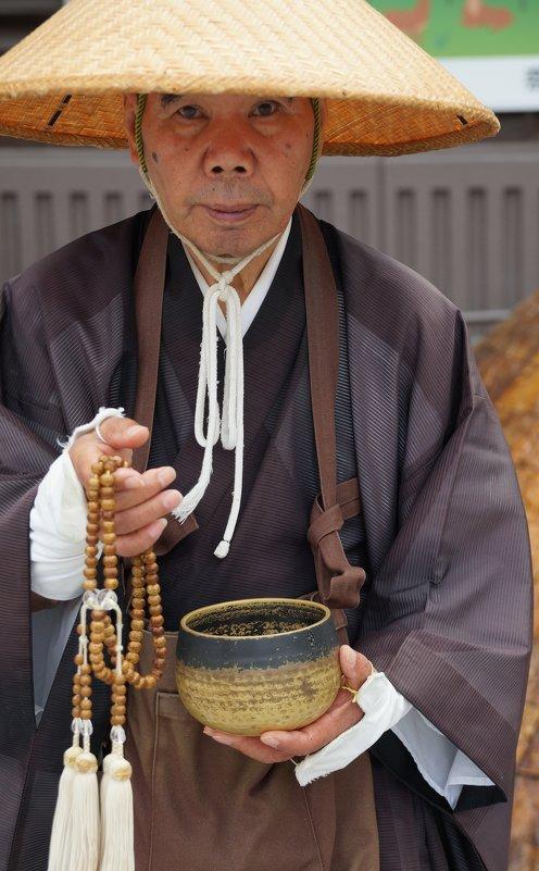 Буддийский монах - Александр Левинский