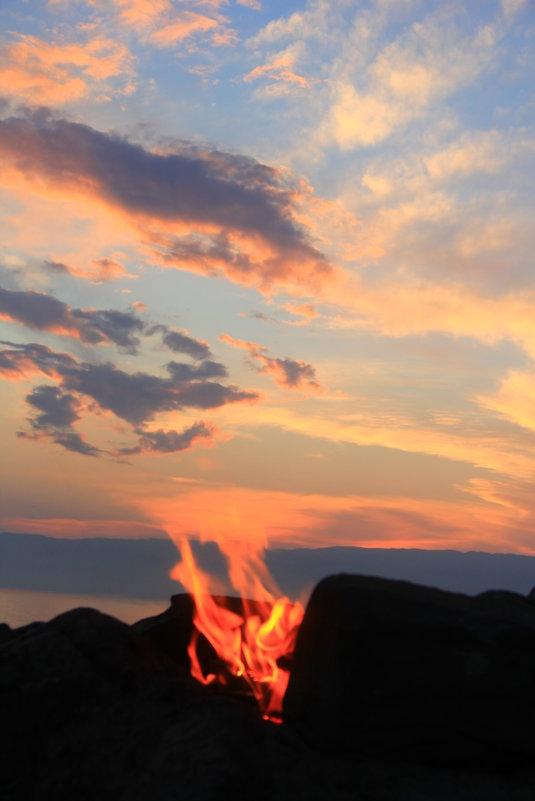 Огонь... уходящий в небо - Антон Шаронов