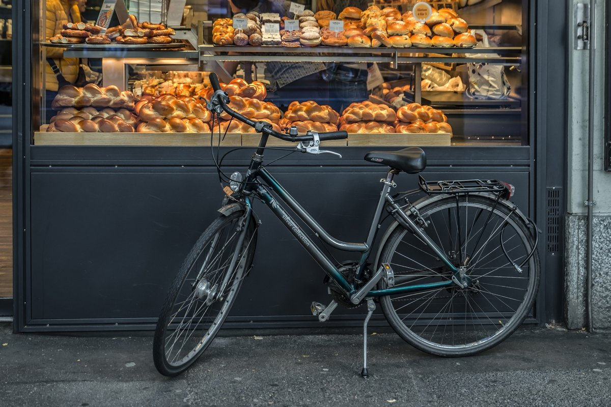 Bike and delicious buns - Dmitry Ozersky