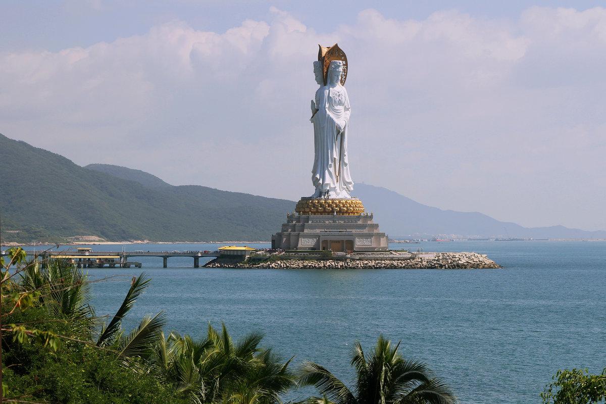 Богиня Гуаньинь на острове Хайнань. - Николай Карандашев