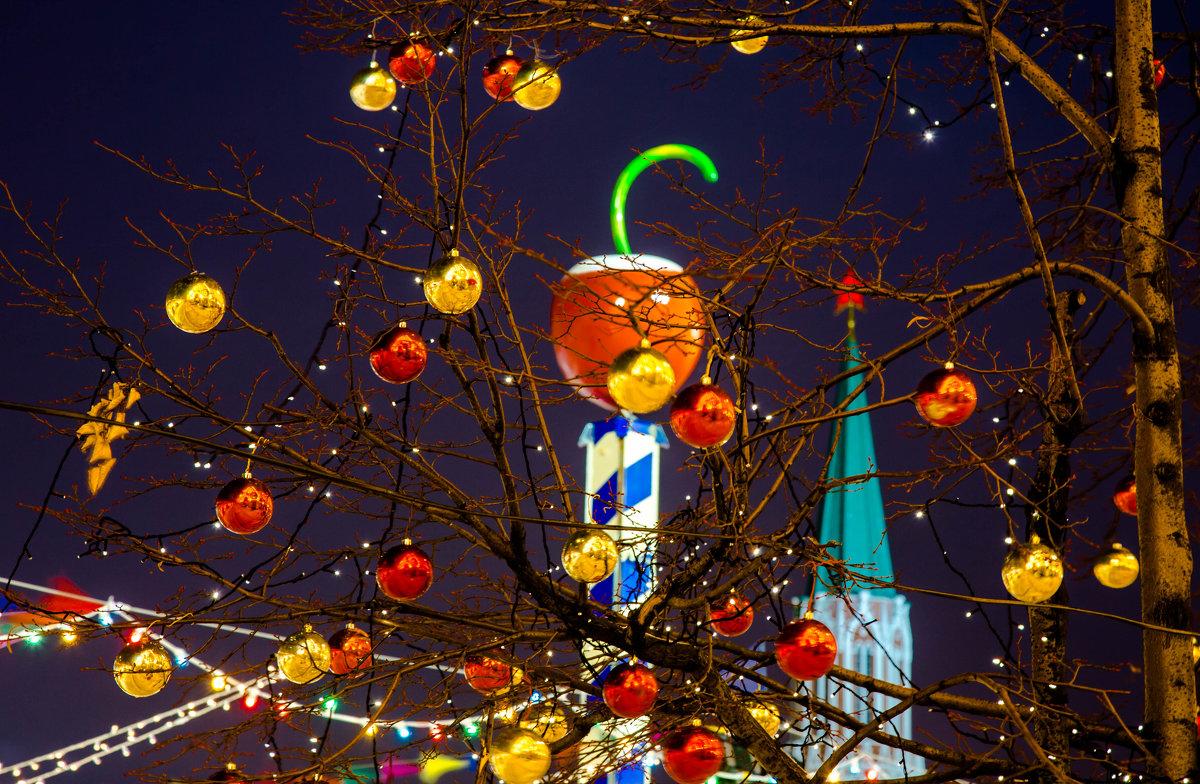 нарядные деревья на Красной площади. - Валерий Гудков