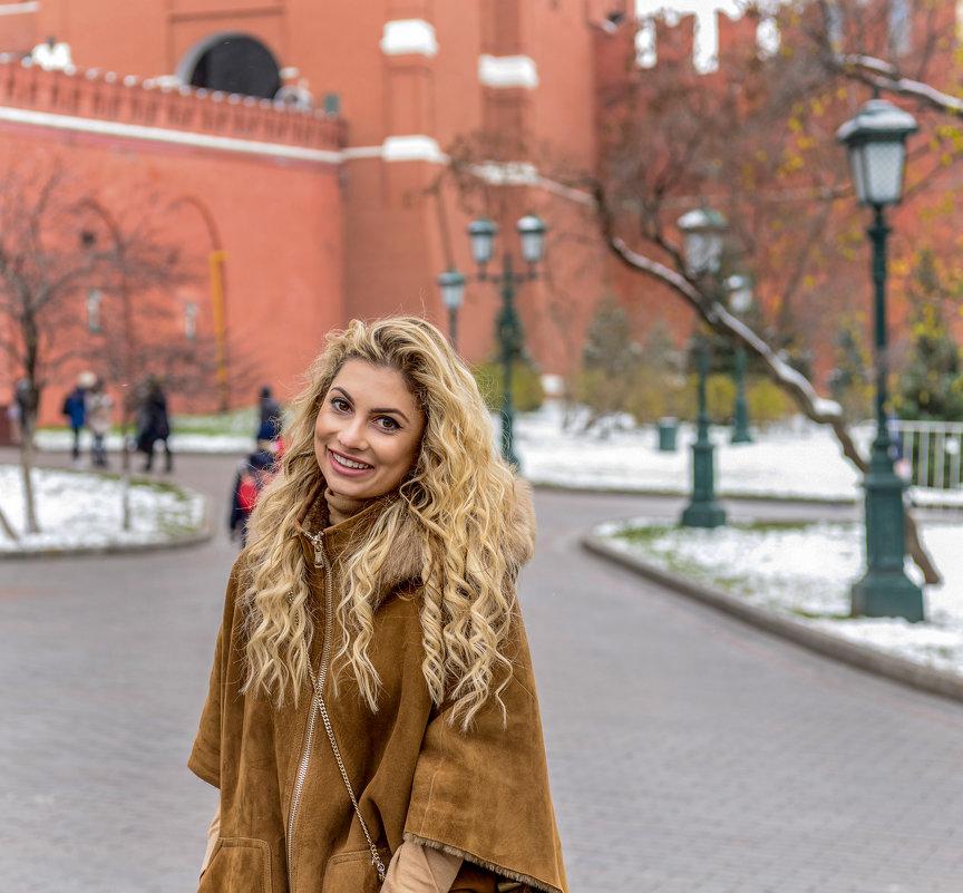 Девушка на Красной площади - Денис Макеев