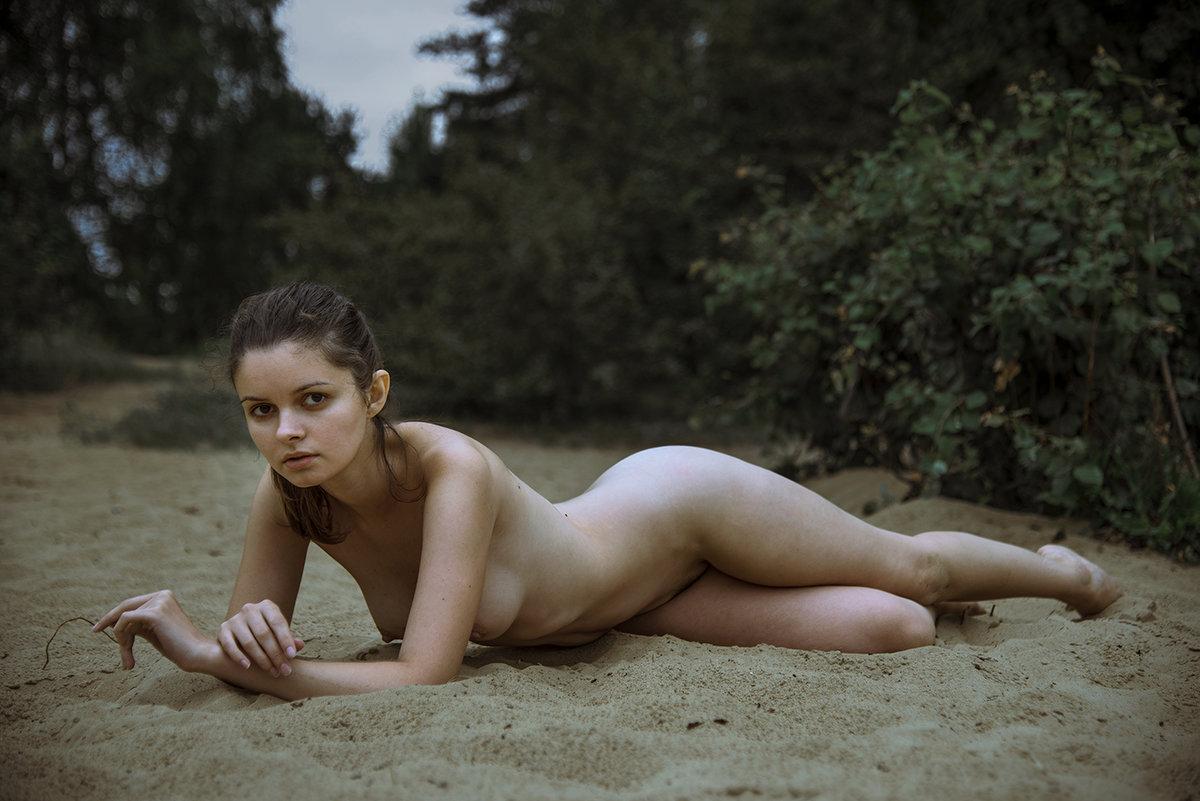 На опустевшем пляже - Сергей Жомов
