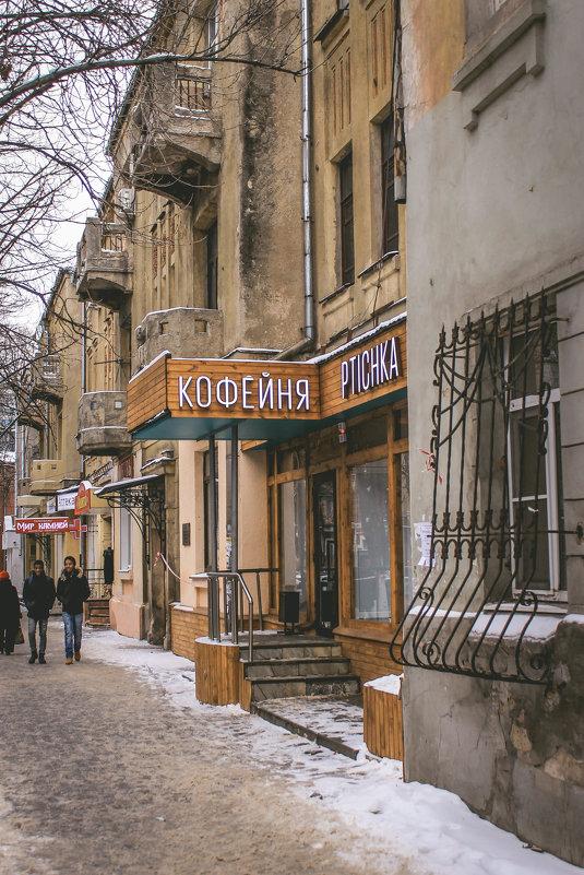 По старой улице - Лариса