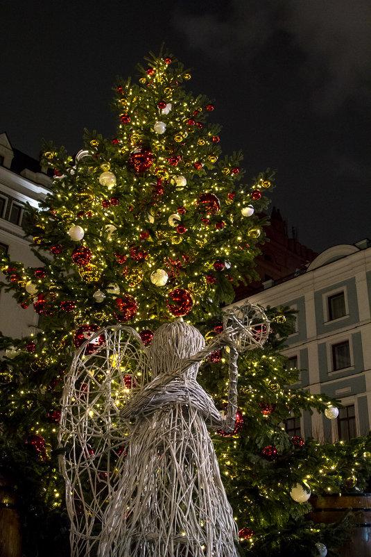 Соломенный ангел. Новогодние елки Москвы - Наталья Верхотурова
