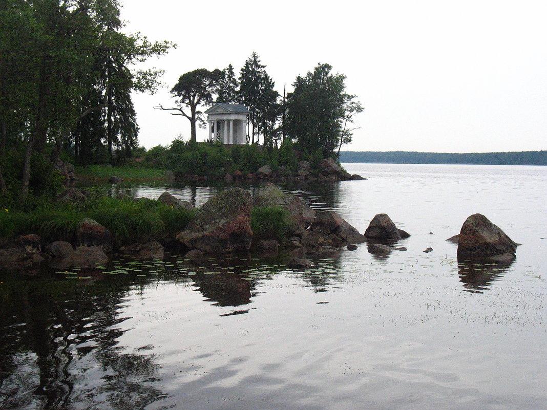 В парке Монрепо. Храм Нептуна (реконструкция, 1999 г.) - Елена Павлова (Смолова)