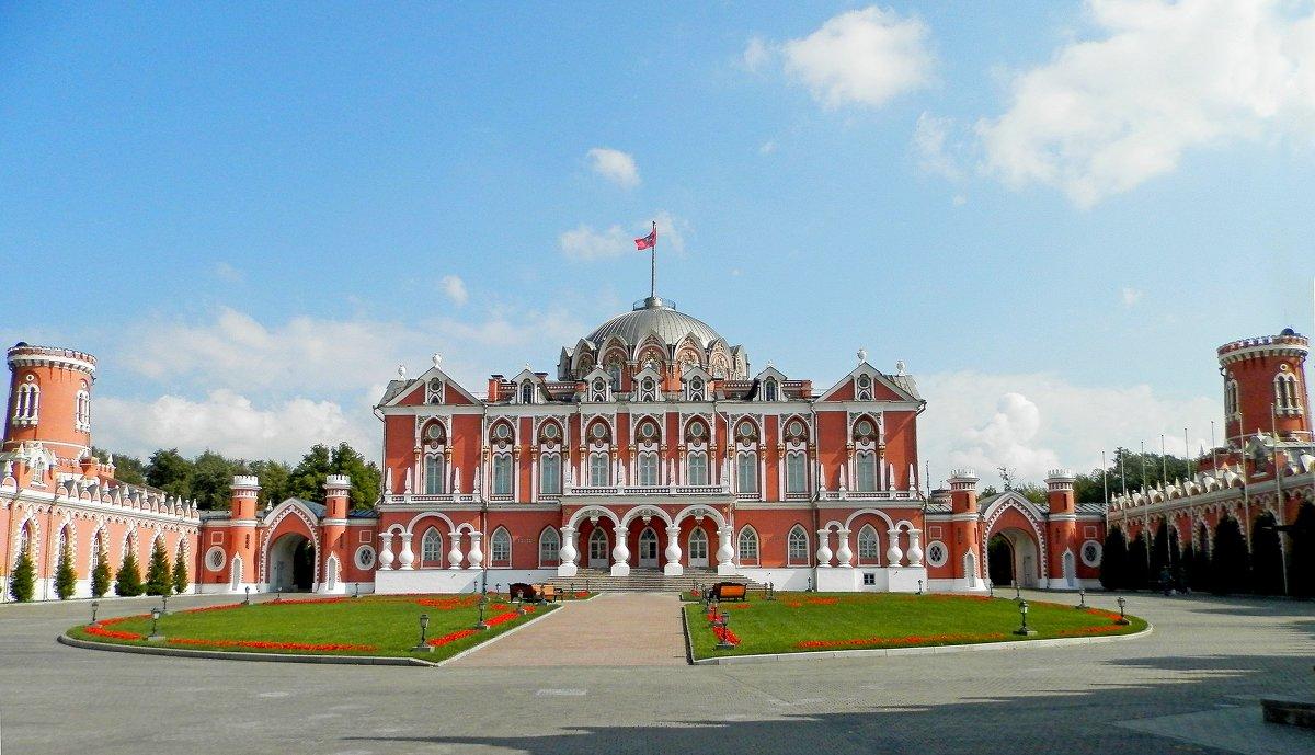 Петровский путевой дворец - Лара Dor