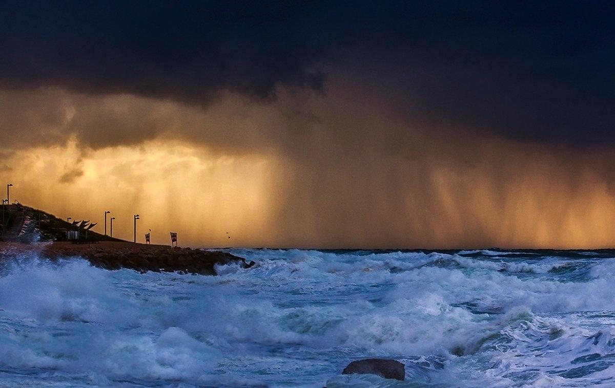 Пыльная буря над побережьем - Юрий Вайсенблюм