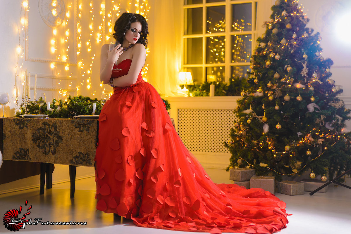 Girl in red dress - Ольга Кирс