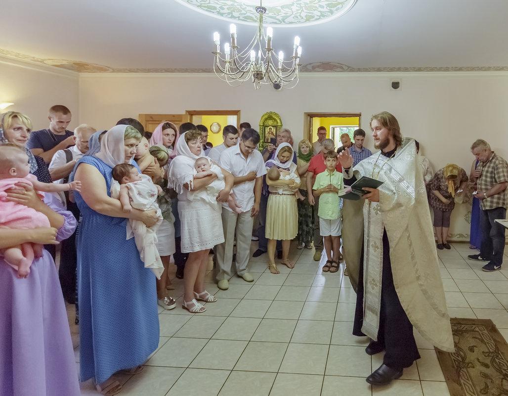 групповое крещение младенцев - aqbar aqbar