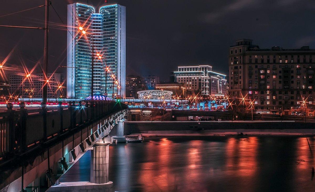 у Новоарбатского моста - Виктория Владимировна