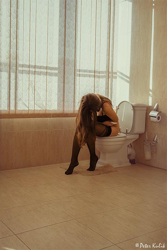 Фото девушек голых в туалете