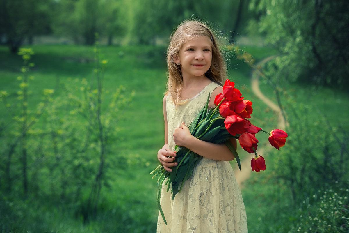 Апрель. Тюльпаны. Яся - Оксана