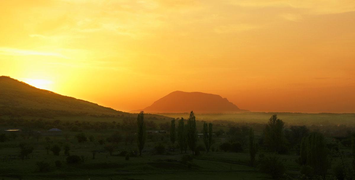 гора Змейка в закатном солнце - Ольга Гудым