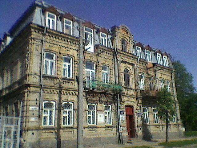 Столетний дом - Миша Любчик