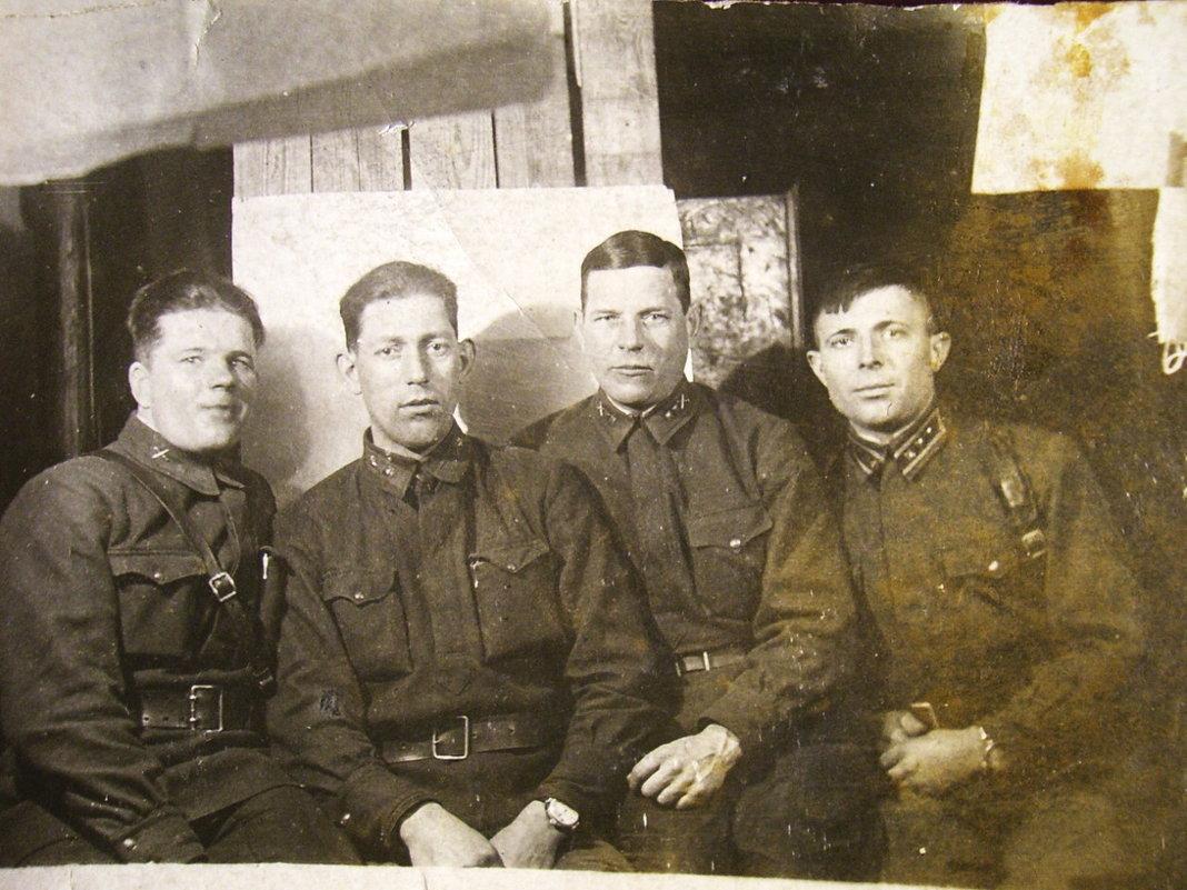 Фронтовая фотография.Февраль 1942 г. Боевые друзья. - юрий