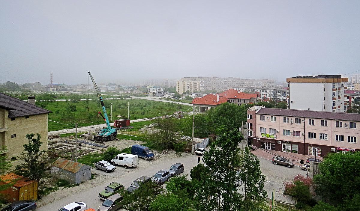 Городской пейзаж на фоне тумана - Валерий Дворников
