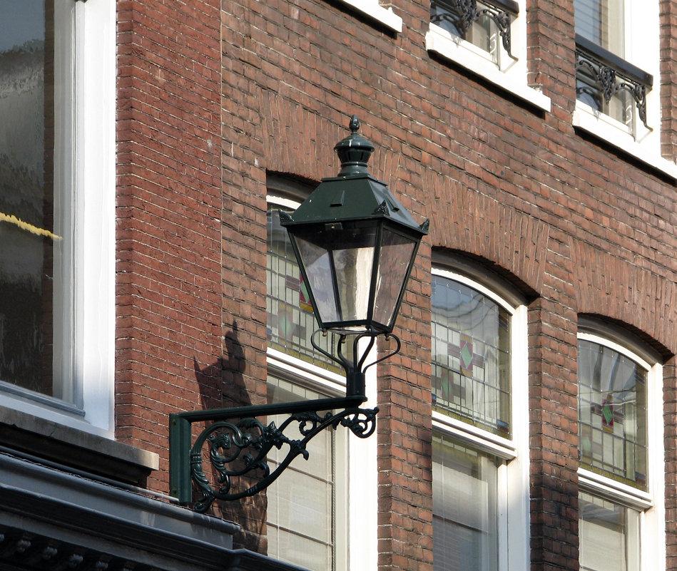Городской фонарик - Grey Bishop