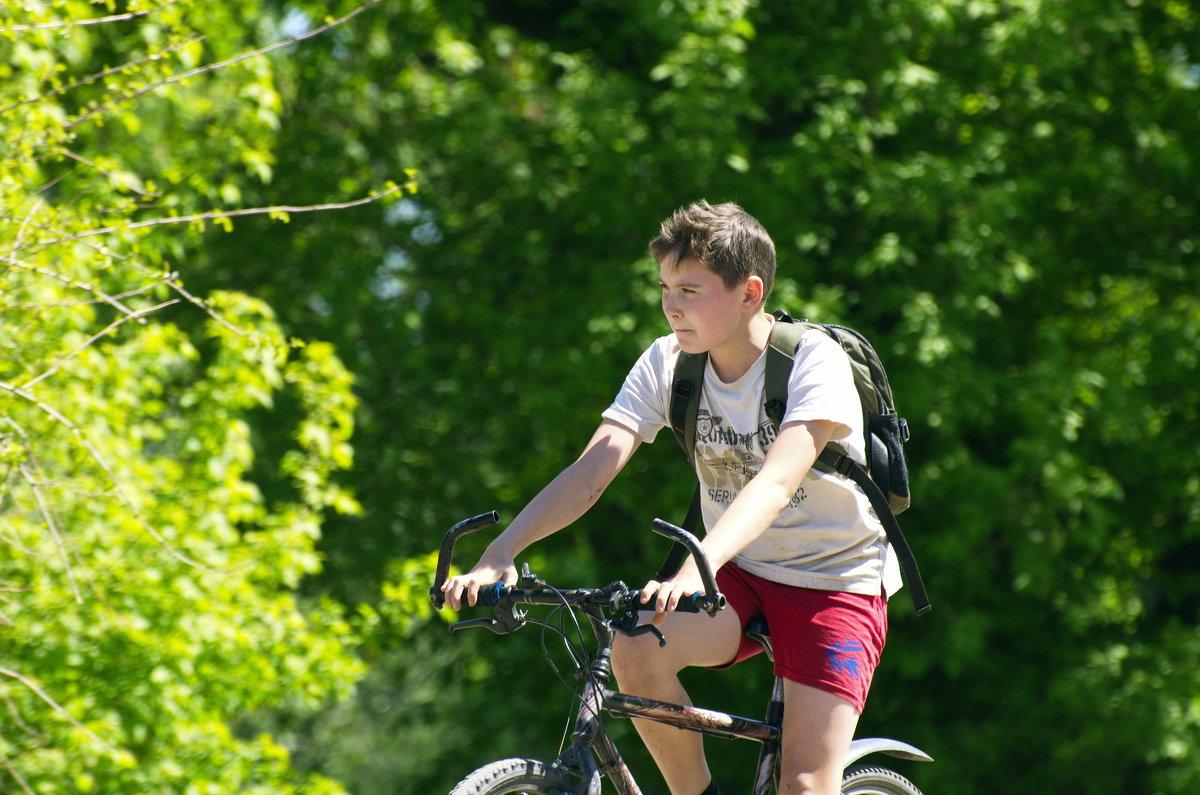 Велосипед и мысли не о школе. - Владимир M