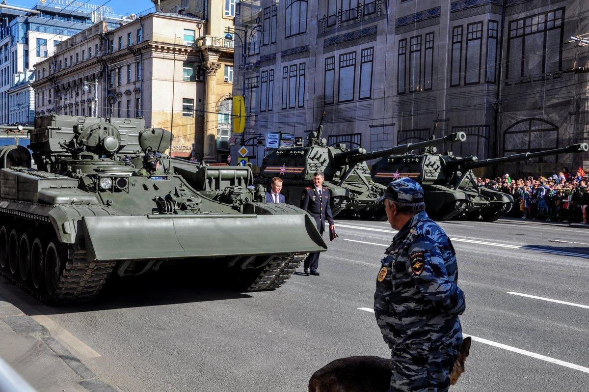 На парад - Анатолий Колосов