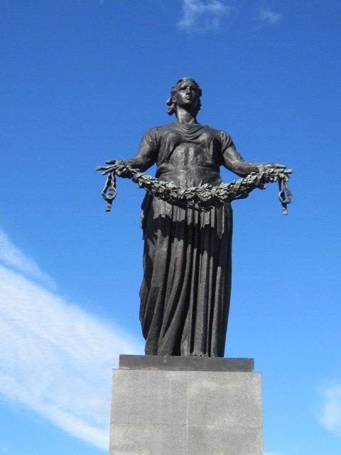"""Монумент """"Родина-Мать"""" на Пискаревском кладбище - Маера Урусова"""