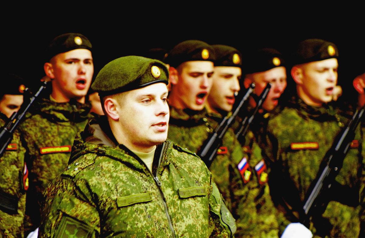 На парад - Александр Запылёнов