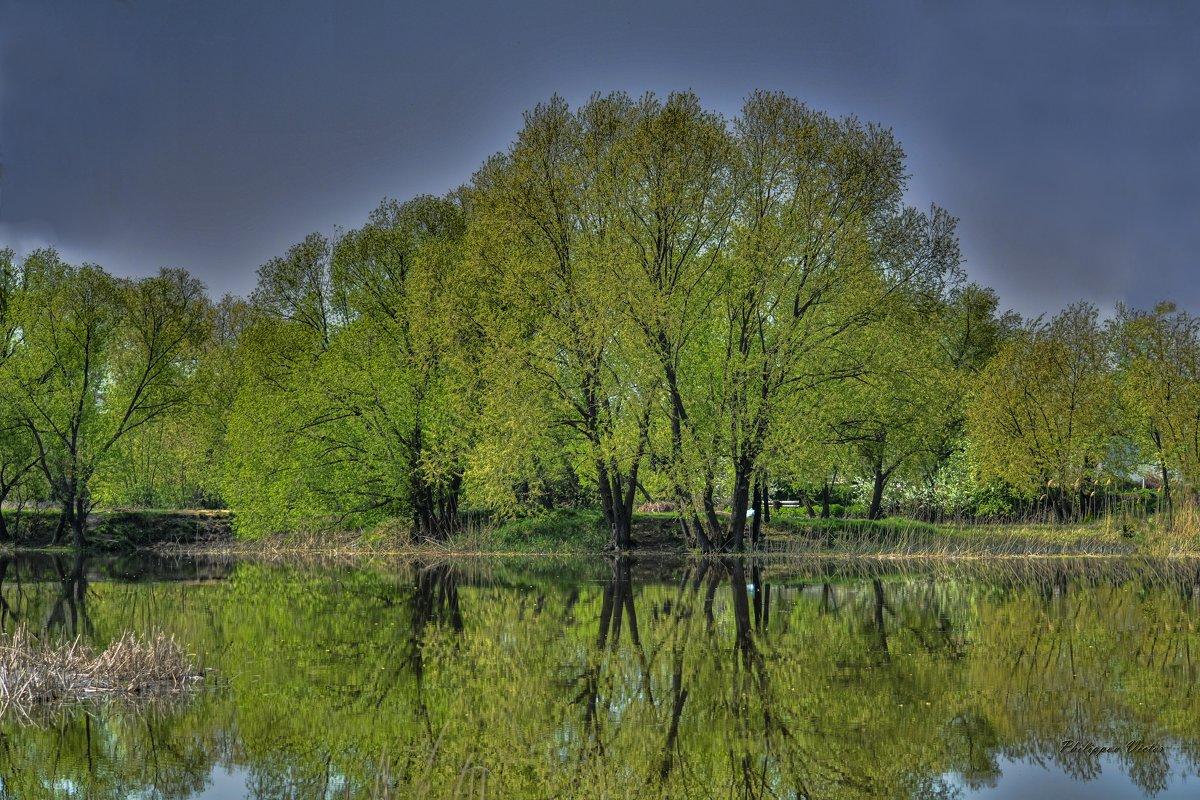 У реки - Виктор Филиппов