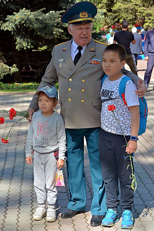 Фото на память с ветераном... - Асылбек Айманов