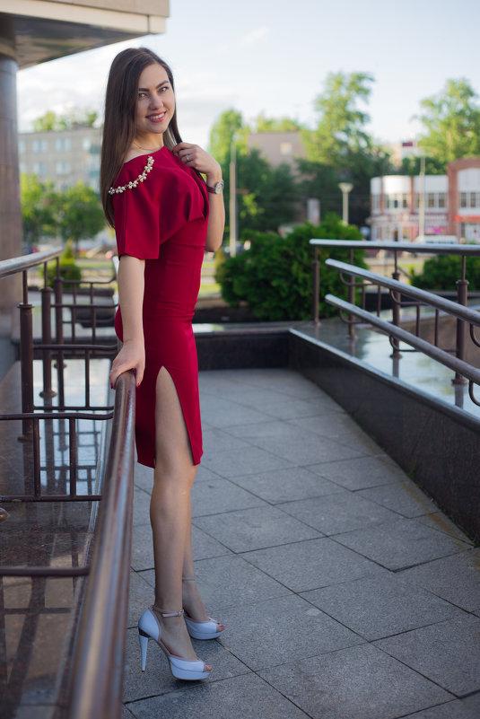 под платьем девушек фото