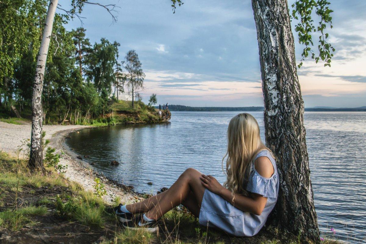 Sunday evening at the lake - Dmitry Ozersky