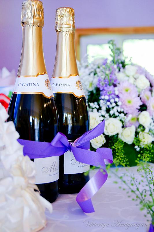 Кто связывает шампанское на свадьбе традиции