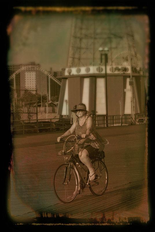 Велосипедистка - Олег Чемоданов