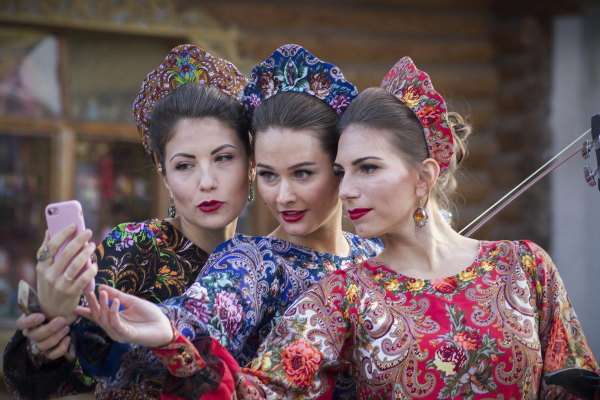Три девицы на айфон... - Екатерина Рябинина