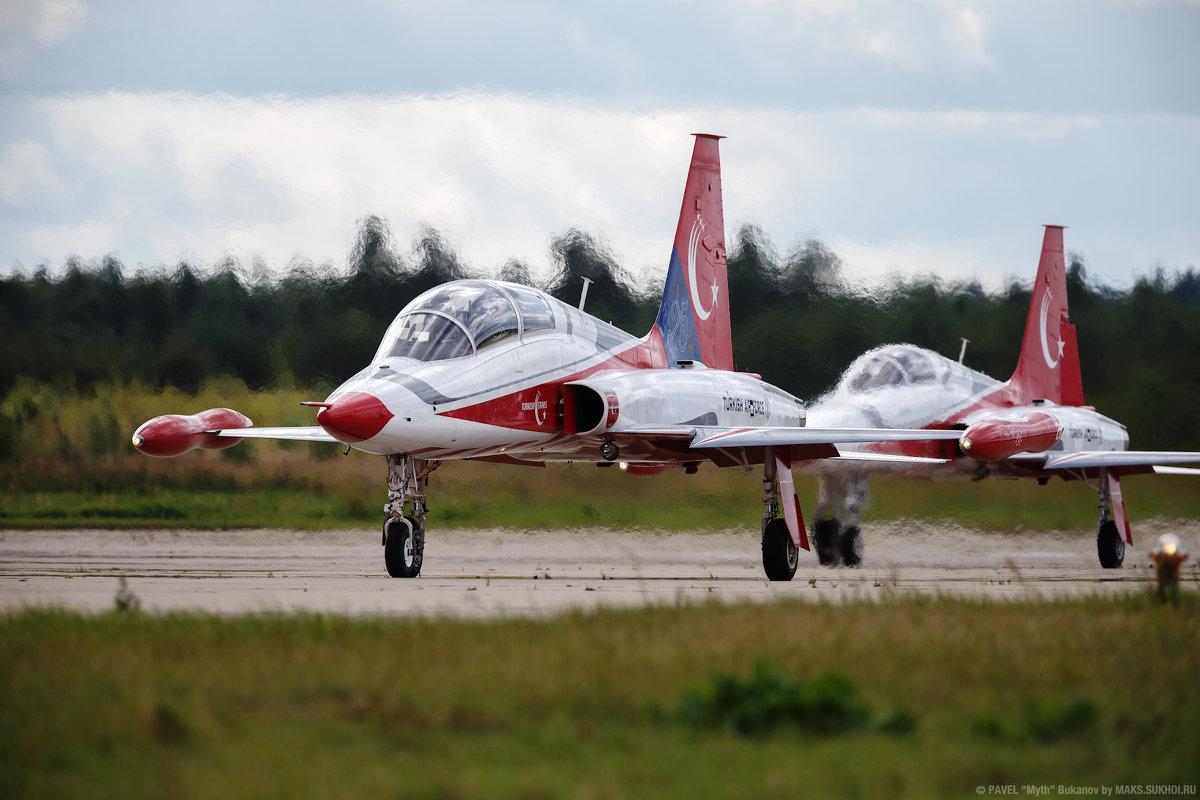 """NF-5 пилотажной группы """"Турецкие звезды"""" - Павел Myth Буканов"""