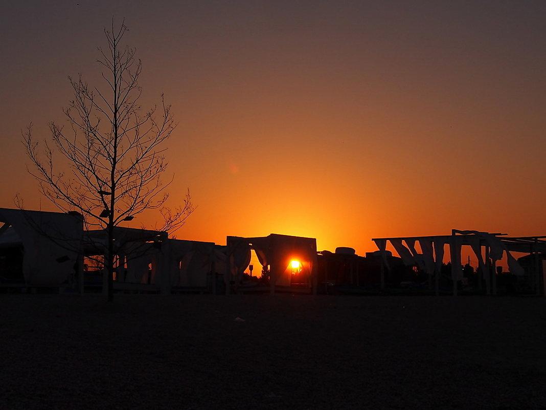 The Box - пляж эмоций. Там солнце утром просыпалось так... - Александр Резуненко