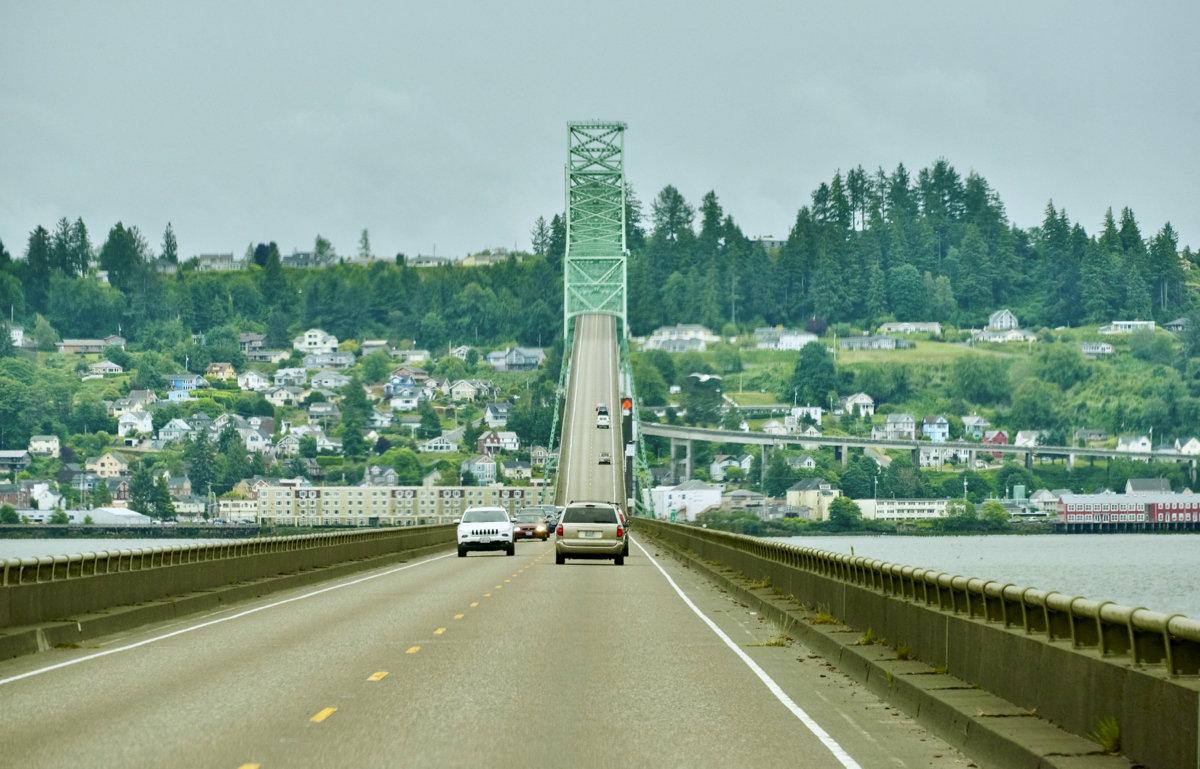Мост из штата Вашингтон в Орегон через реку Колумбия - Сергей Рычков