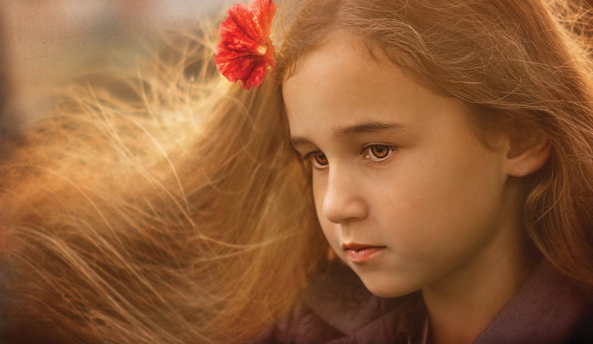 Портрет Оленьки с цветком - Вера Сафонова