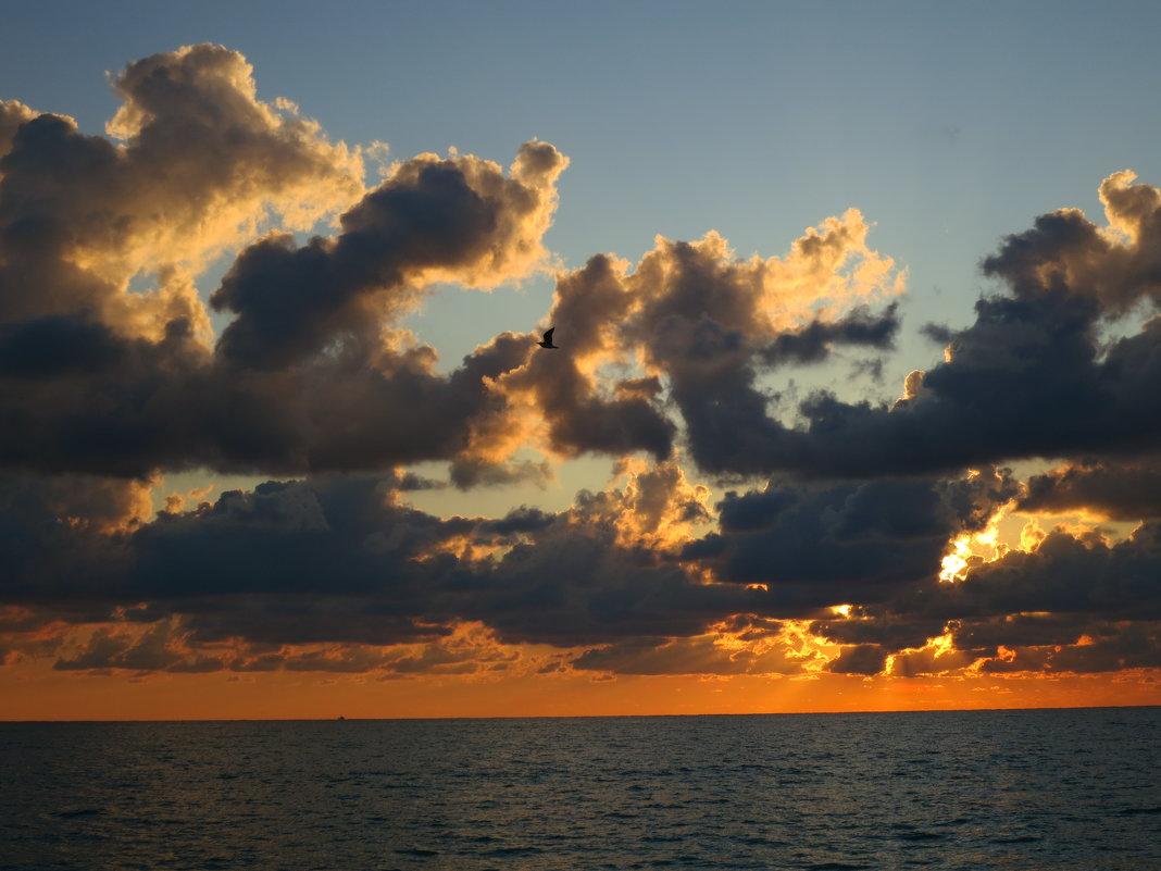 Облака на закате - valeriy khlopunov